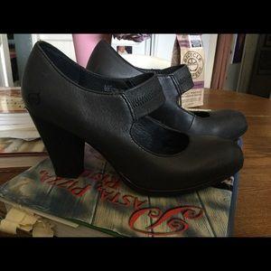 Born Heels. Size 61/2 M